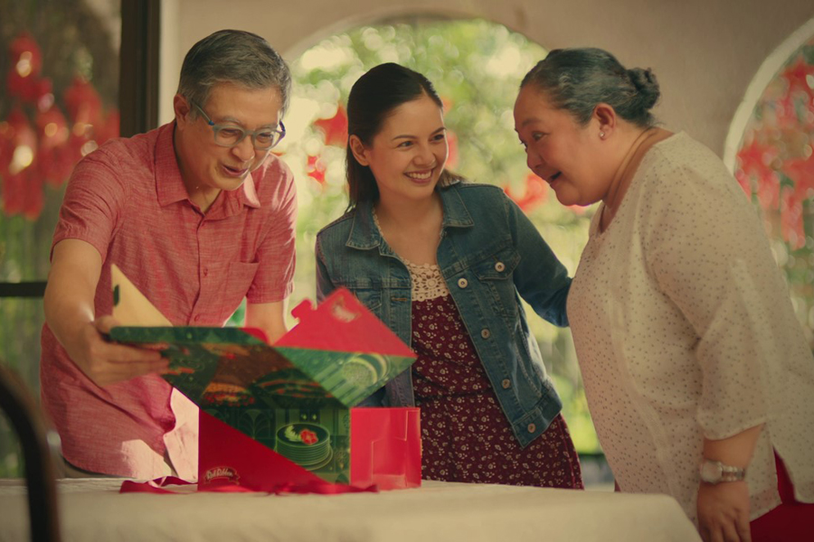 Share the Love, Spread the Cheer this Christmas with Red Ribbon's Holiday Specials