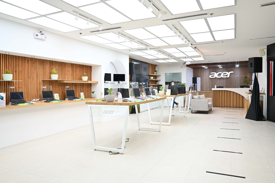 Acer opens its first flagship store in the Philippines at SM Megamall