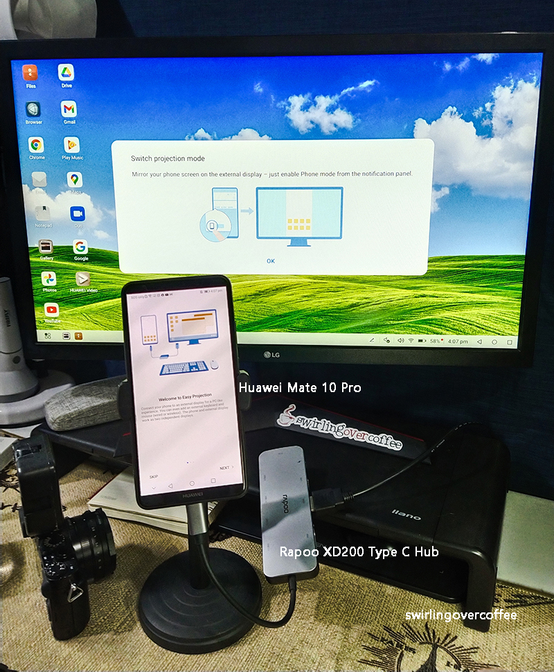 Rapoo XD200C Type C Multifunction Adapter hooked up to a Huawei phone and a monitor
