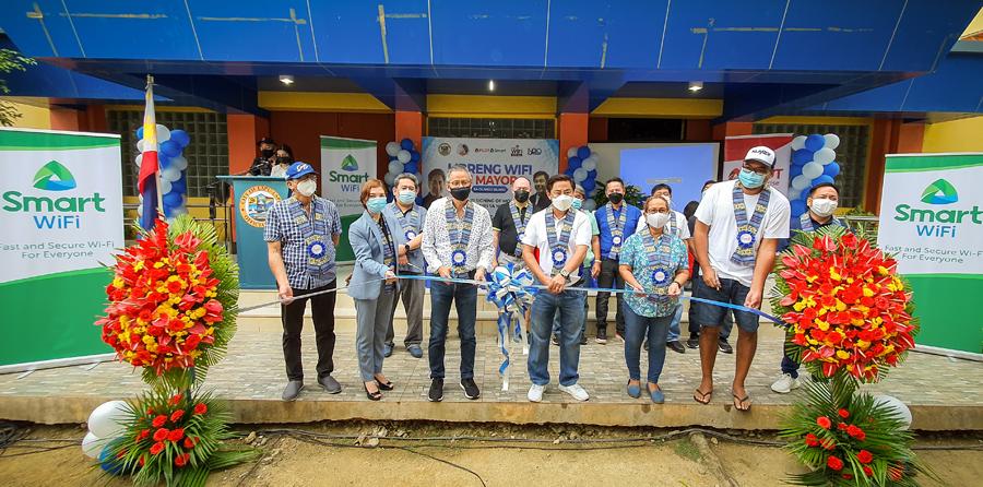 "Smart inks partnership with LGU Lapu-Lapu for ""Smart Barangay Connect"""